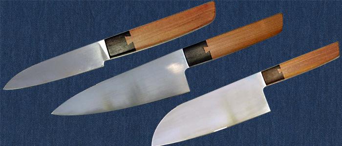 Ein Satz Küchenmesser mit Schwalbenschwanzverbindung.